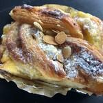 レ・ミュウ - 料理写真:マロングラッセと鳴門金時のデニッシュ