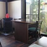 神門通りカフェ ポンム ベエル - かわいらしいインテリア