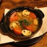 やきとんひなた - 2012.6 ぐつぐつオイル煮マッシュルーム(250円)