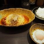 中華そば くにまつ - 汁なし担々麺(2辛)、温泉玉子、半ライス
