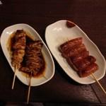 豚串モンロー - 左からとりもも(189円)、シロ(126円)、手作りウインナー(262円)2012年7月