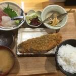 大衆炉ばた酒場 くじらや - ランチ日替わり定食1500円(2020.11.2)