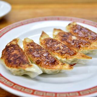 亀戸餃子 - 料理写真:ぎょうざ(一皿5個)@270円:まず1皿目。オーダーは2皿から。