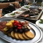 14153676 -  US産牛カルビ、US産骨付きカルビ、US産牛タン、国産豚肩ロース、チョリソー、フランクソーセージ、焼き野菜(茄子、とうもろこし、赤ピーマンエリンギ)、薄焼きライス、枝豆