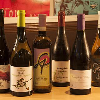 自然派ワインや、日本酒などの品揃えも充実しています