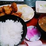 酒蔵 厚岸 - 鶏の唐揚げ定食(800円)