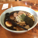 美春 - 料理写真:見た目から黒々しい札幌醤油!