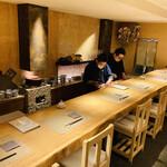 魚菜 基 - 楢木の一枚板のカウンターテーブル