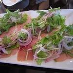ヴェリータ - 生ハムのサラダもこういう盛り付け方があるのか、と感心しました。もちろん、お味もGood!