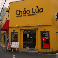 チャオルア - 南堀江の黄色い建物です。遠目にはカラフルですが、もう年季が入ってボロいです。リアル。