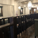 スープカレー屋 鴻 - 内観。変わった造りです。