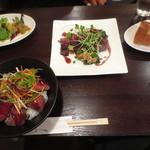 ワイン&タパス PEQUE - レギュラーステーキセット&ローストビーフ丼