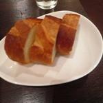 ワイン&タパス PEQUE - レギュラーステーキセットのパン