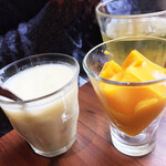 バインセオ サイゴン - デザート。マンゴープリンとさつまいも、タピオカのチェー。上品な美味しさ。