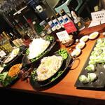 バインセオ サイゴン - サイドメニューのブッフェは日替わり。ワンリピートでお腹いっぱい。メインとで¥1100〜(外)