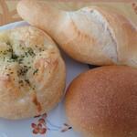 天然酵母ベーカリー トヰチ屋 - ツナチーズ、ミルクフランス、カレーパン