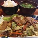 平日ランチタイム限定!ベトナム名物「キャベツ豚バラ肉炒め定食」