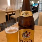 アジョワン - 瓶ビール中エビス520円税込。スーパードライも同じ値段なのでエビスの方が若干お得。