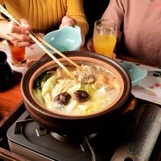 水と鶏ガラだけでとった濃厚スープの水炊き