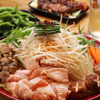 鶏鍋メインの飲み放題付き宴会プランは、〆のうどん食べ放題!