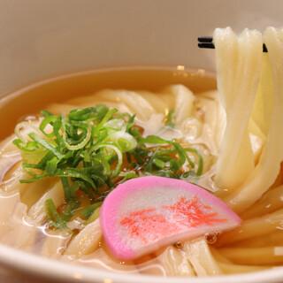 """洗練された""""出汁""""と鍛え抜かれた""""剛麺""""が織り成す、うどん"""