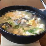 鳳城苑 - 焼いたあまごが丸ごと一尾入った雑炊。