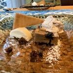 クリマ ディ トスカーナ - カスタニャッチョ イタリア栗粉 ホワイトチョコムース 秋の風を感じる栗粉を使った、トスカーナ地方の伝統の郷土菓子がお出ましです♪ シンプルな中に、栗の風味や甘味が薄っすらと感じられます♪
