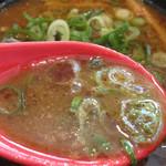 博多一幸舎 慶史 - 濃い醤油と魚粉の香り一杯のシンプルかつ強いつけ汁です。