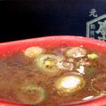 博多一幸舎 慶史 - お店のまかないナンバーワンだという、カレーつけ麺。カレー×魚粉がこんなに合うなんて意外でした。