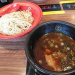 博多一幸舎 慶史 - 製麺所が直営する店舗で、ウリは『濃厚醤油魚介』。細麺300gです。ちなみに250gの量で、博多ラーメン+替玉位のボリュームにあたるそうです。