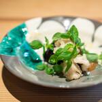 日本料理 楽心 - 炊き合わせ  はもを揚げて、 水ナス、 自家製味噌、 テリーナ