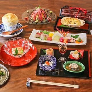 見た目でも愉しめる色彩豊かな料理が並ぶ「卓袱会席コース」