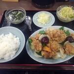 順香 - 鶏モモ肉のから揚げと玉ネギピーマンの四川唐辛子入り塩炒め