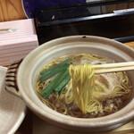 鍋焼きラーメン千秋 - にゅーん!香り高き卵麺 中ストレート