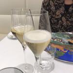 141606763 - シャンパンで乾杯〜!