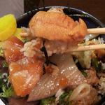 漁師小屋 番屋 - 大漁丼1660円(税込み)ウニアップ