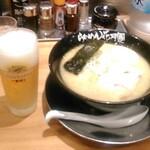 らぁめん花月嵐 - クーポン利用のグラス生ビールと提供品(生ニンニクとニラは含まず)