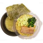 横浜家系ラーメン 梅田家 - テイクアウトはスープと麺を分けてご提供!