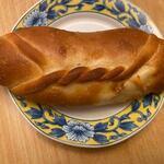 ルルココ 石窯パン工房 - 料理写真:ハーブ&チーズ200円。   チーズにハーブをペースト状にして混ぜ合わせてあるんで食べる時にハーブの香りが楽しめます。