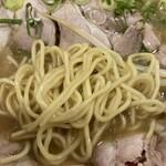 141630890 - 麺は太さ普通、ストレート