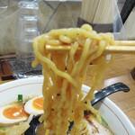 池田麺彩 - 縮れ麺