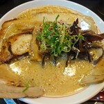 大豚白 - 札幌豚骨味噌チャーシュー麺(1050円)