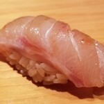 Sakai - (12)黒鯥(東京都神津島産、3.3kg)             産卵期は春~初夏、旬は秋~初冬             暴力的な脂が特徴で少し苦手ですが、これは旨みは強いが円やかで素晴らしい!             1度だけ食べたサスエ前田魚店のスーパー黒鯥に匹敵