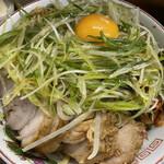 ラーメン二郎 - 小豚(880円)+汁なし(80円)+ネギ(100円)+ニラキムチ(80円)、ニンニクコール