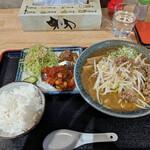 弐庵 - 料理写真:ミンチもやしみそラーメン と スペアリブのトマト煮込みとごはん