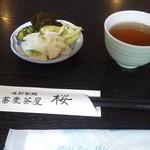 蕎麦茶屋 桜 - 漬物(無料セルフ)