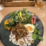 オーガニックチャイニーズキッチン 飛凰 - 台湾屋台の鶏肉飯 目玉焼き添え