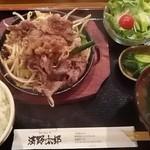 14166811 - 牛バラ焼肉鉄板 780円