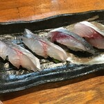 海鮮居酒屋 れん - 関サバのお寿司です。