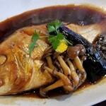 飯屋こふく - 料理写真:天然鯛の煮付け 一匹まるごと!ここの煮魚っていつも最高♪味付けも大好き!